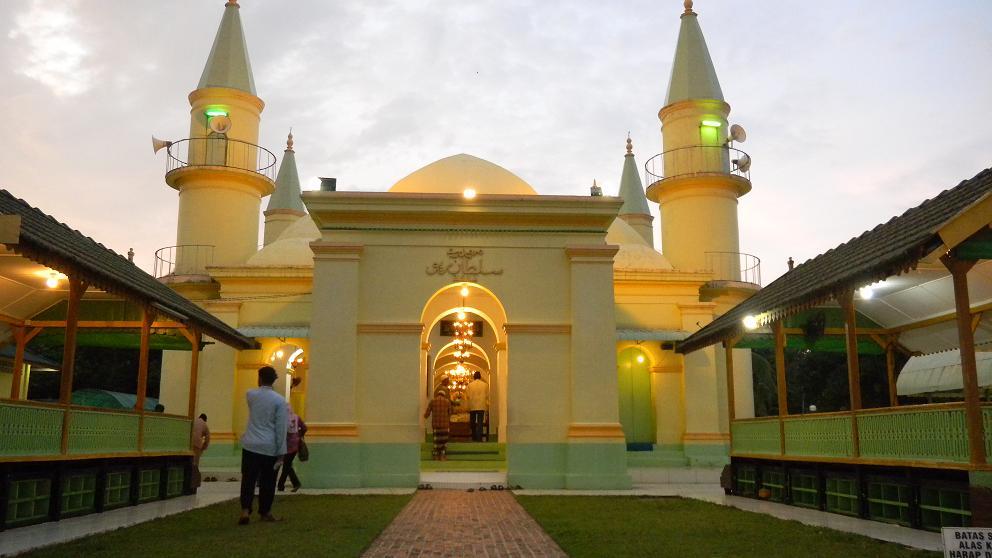 Destinasi Wisata Bersejarah Di Pulau Penyengat