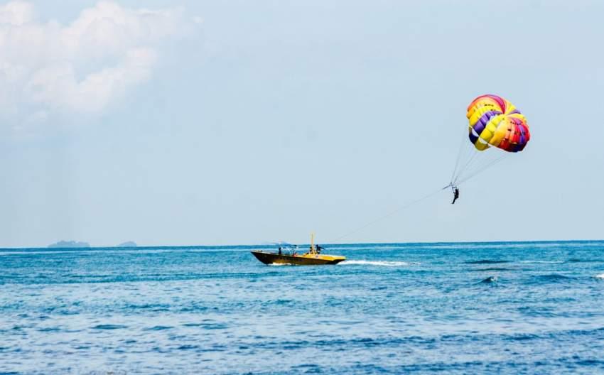 parasailing olahraga air di bintan