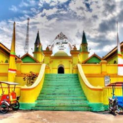 Wisata ke Masjid Raya Sultan Riau Pulau Bintan