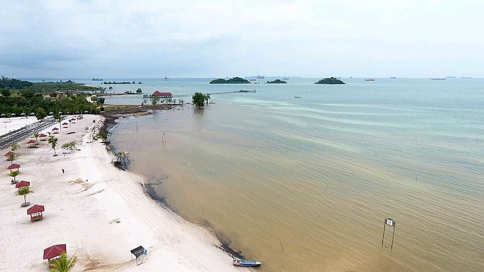 Pantai Kampung Panau, Pesona Wisata Pantai Dengan Nuansa Sejarah Yang Kental